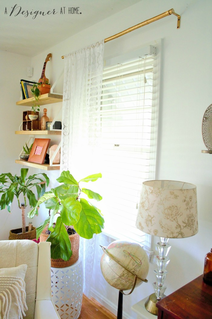 all that greenery! love the way the light is coming through that window! #boho #eclectic #interiors #decorating #goals