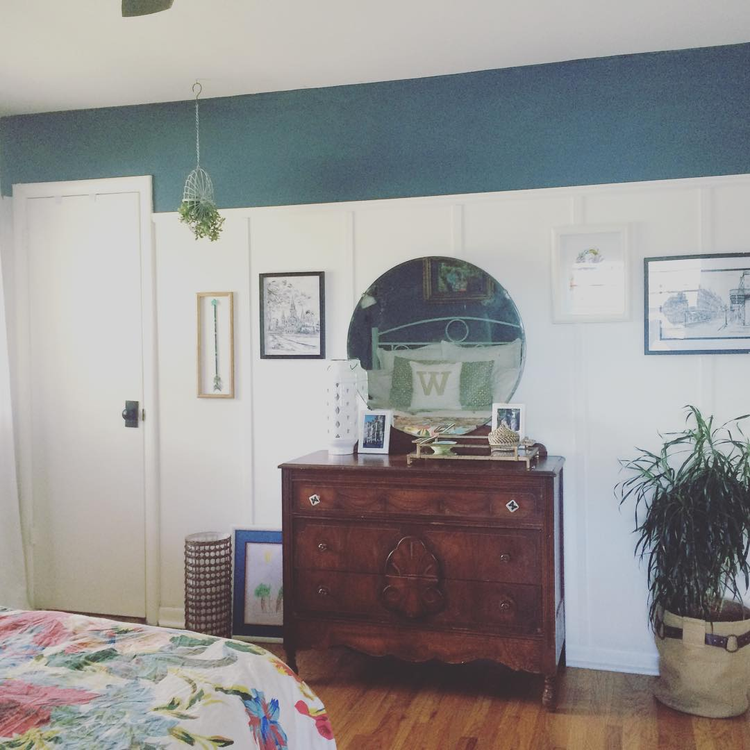 @at_home_in_maywood #thriftscorethursday #colddeadfingers #vintagedresser #hangingplant #masterbedroom #boardandbatten