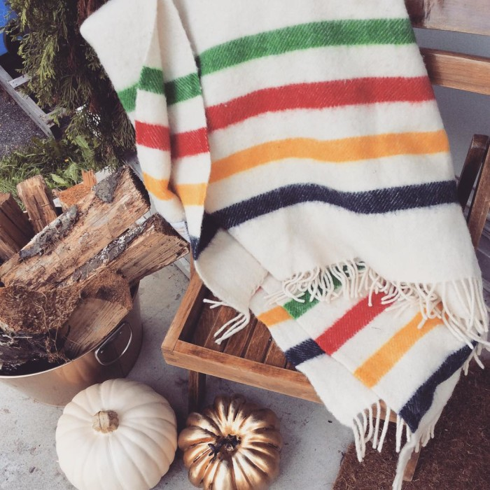 @pmqfortwo #moveitupmonday because I'm still in love with our #fallporchstyle! 🍁🍂🇨🇦 Swing by the blog to see what else I've got going on #eclecticallyfall #falldecor #fallcolors #fall #hudsonbaycompany #hbcblanket #homedecorblogger #canadianhomedecorblogger