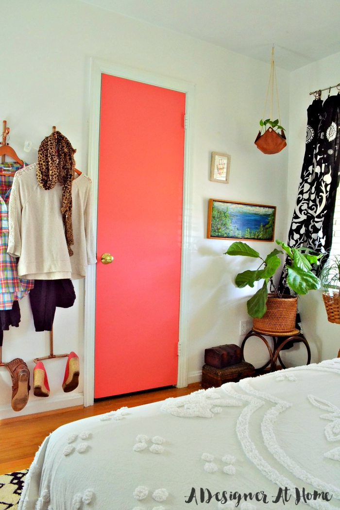 Zplant-filled-corner-boho=bedroom-coral-painted-clet-door-vertical-wall-mounted-wall-organizer-fall-fashion-outfit-planning