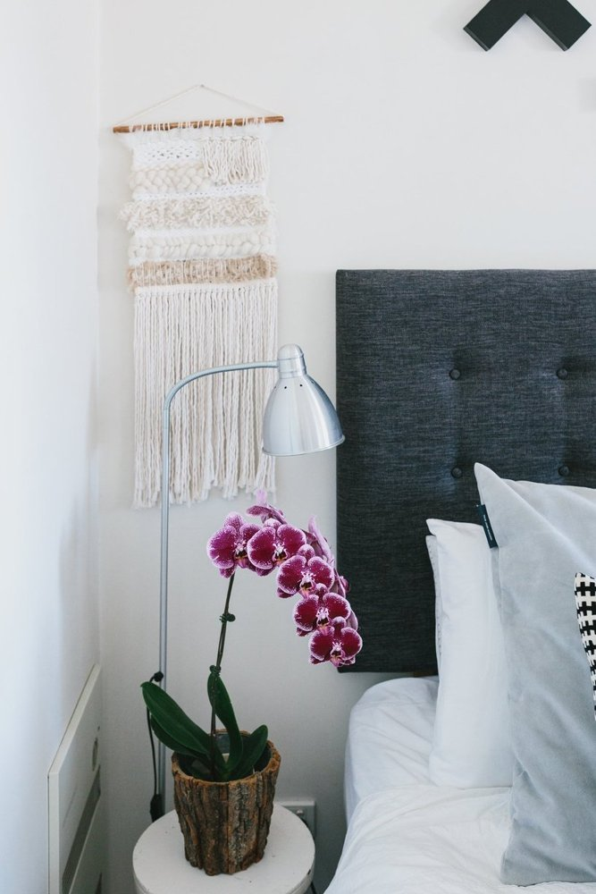 add-interest-behind-an-end-table-wall-hanging-add-texture