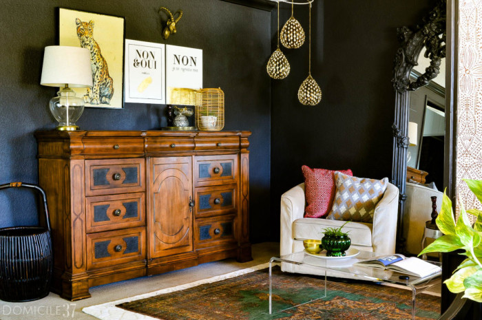 Chic-Art-and-Black-walls