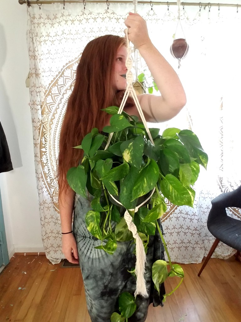 Bohemian make it yourself: macrame hanging planter with video tutorial @adesignerathome