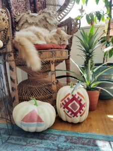 Global Boho Style: Painted Pumpkins Kilim Style via ADesignerAtHome