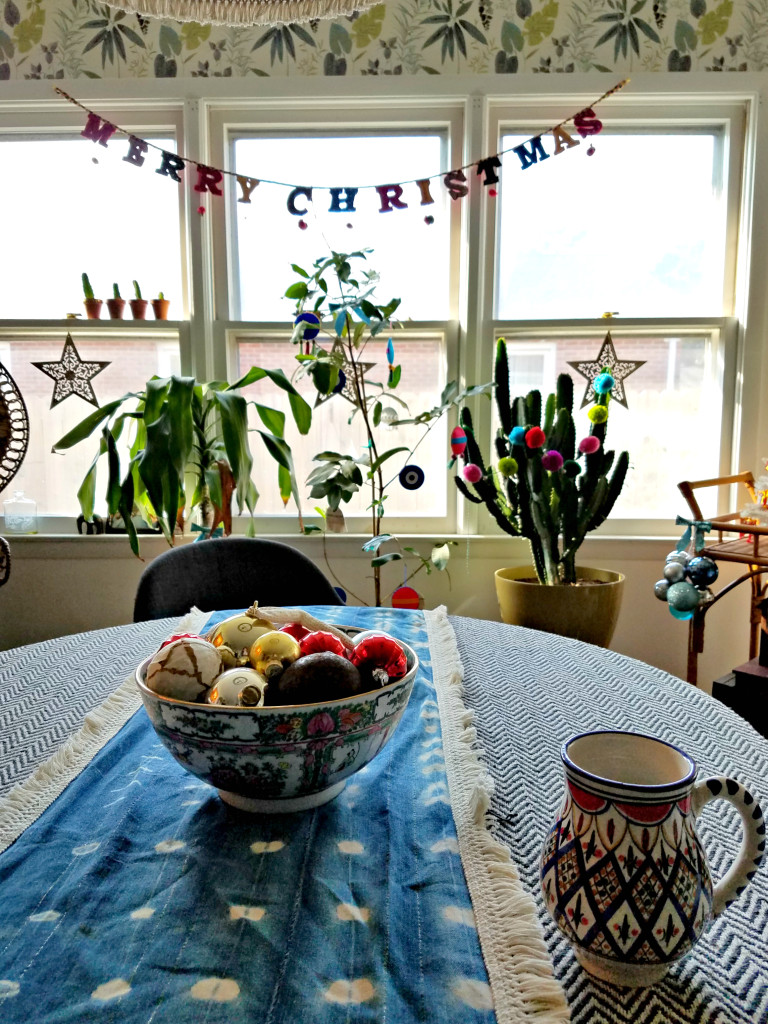 bohemian-christmas-decorated-living-room-bowl-full-of-ornaments