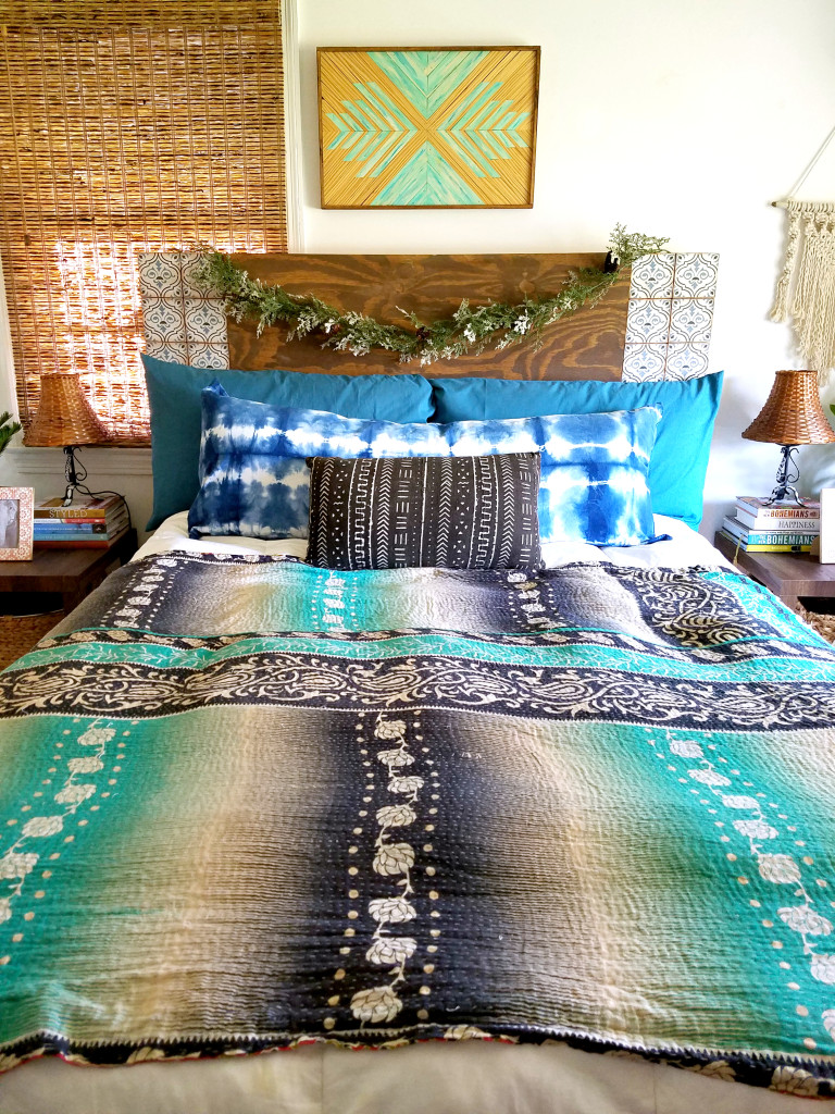 bohemian-christmas-decorated-simple-bedroom