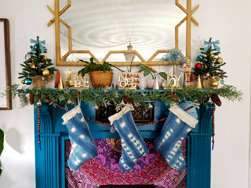 colorful-eclectic-christmas-mantel-teal-fireplace